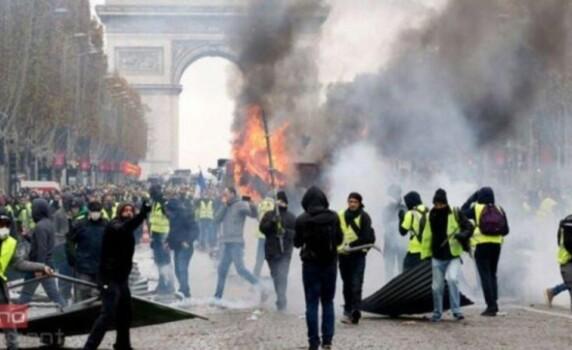 Fransa yenidən qarışdı: Minlərlə insan küçələrdə… VİDEO