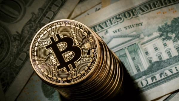 Bitkoin 240 dollar ucuzlaşdı