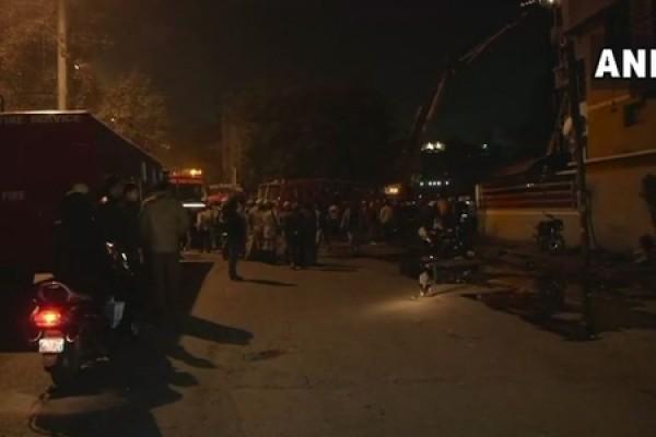 Nyu-Dehlidə otel yanıb, 9 nəfər ölüb