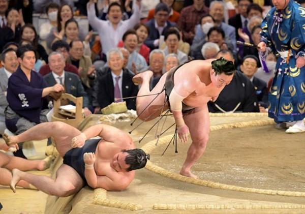 Yokozuna Hakuho 42-ci dəfə sumo turnirinin qalibi olub