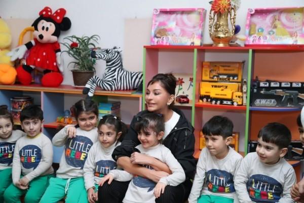Mehriban Əliyeva bir sıra təhsil müəssisələrinə baş çəkib - FOTOLAR