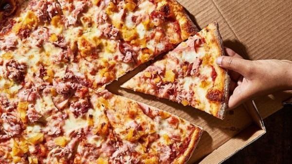Pizza gözləyərkən milyonçu oldular