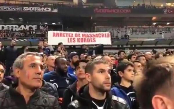 Fransa – Türkiyə oyununda qalmaqallı pankart - Foto