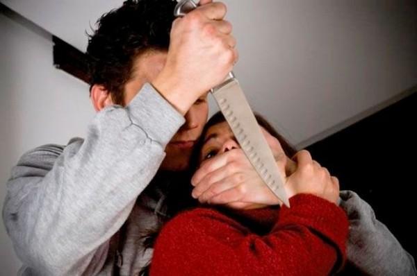 Yasamalda 17 yaşlı qız bıçaqlandı