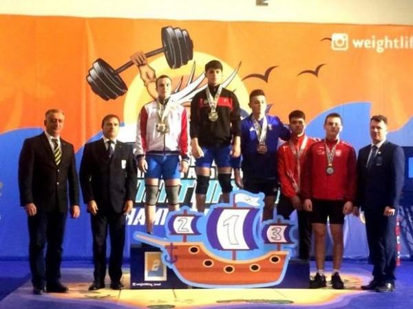 Ağır atletimiz Avropa birinciliyində bir qızıl, bir gümüş medal qazandı