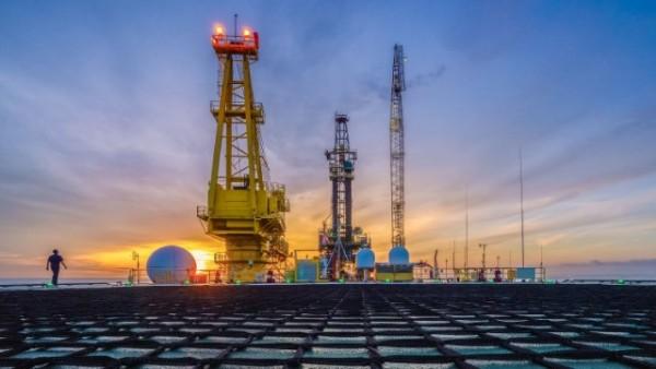Dünya bazarlarında neft və təbii qaz bahalaşdı