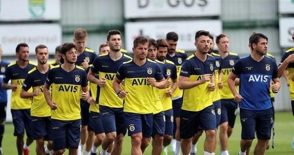 """""""Fənərbağça""""nın futbolçusunda koronavirus aşkarlandı"""