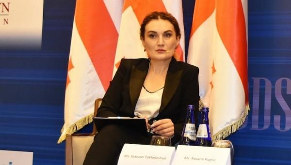 Gürcüstanın dövlət naziri vəzifəsini tərk edir