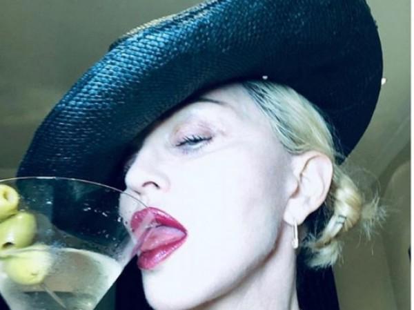 Madonna pərəstişkarlarını bu rəqsi ilə təəccübləndirdi — VİDEO
