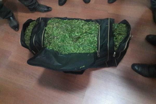 Bu rayonda içi narkotiklə dolu olan iki çanta tapıldı