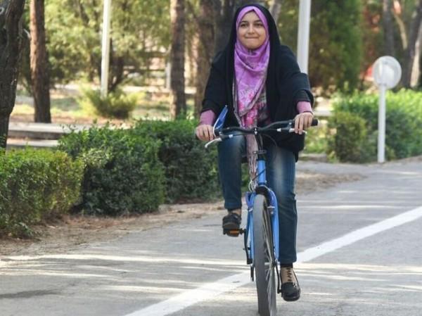 Məşhəd şəhərində qadınların velosiped sürməsi qadağan edildi