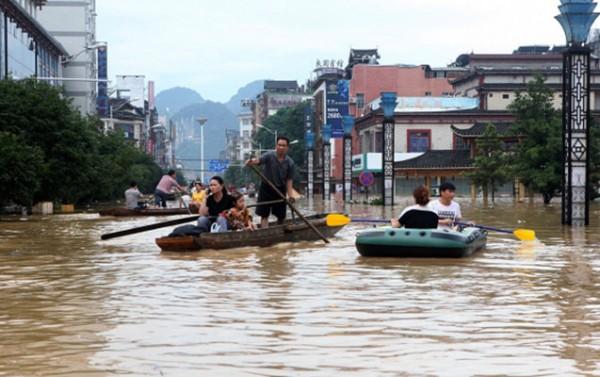 Cənubi Koreyada şiddətli yağışlar sel və torpaq sürüşməsinə səbəb olub