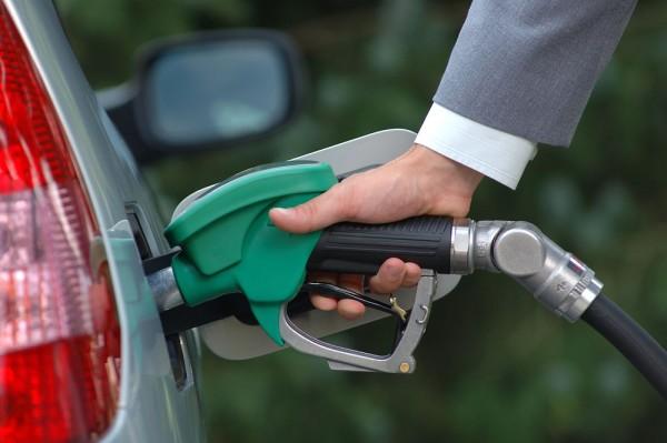 Azərbaycanda avtomobil benzinin istehsalı artıb