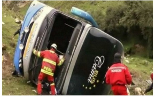 Peruda avtobus dərəyə aşdı, 17 nəfər öldü