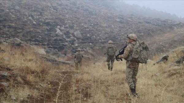 Türkiyədə hərbi bazaya hücum edildi: Ölən var