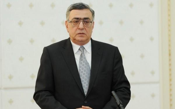 Prezident Çingiz Hüseynzadəni təltif edib