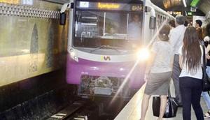 Bakı metrosunda qatarda problem yarandı, intervalda gecikmə oldu