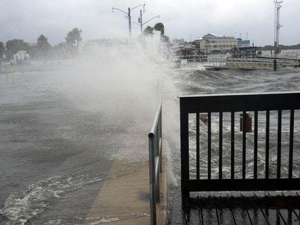 Ölü dəniz daşdı - 10 nəfər itkin düşdü