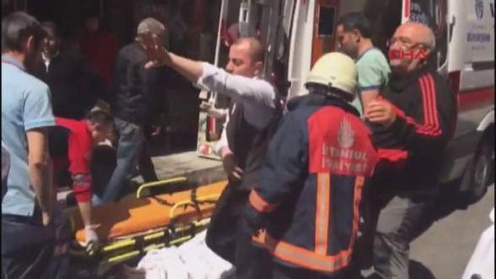 İstanbulda hotel yanır: Yaralılar var – FOTO