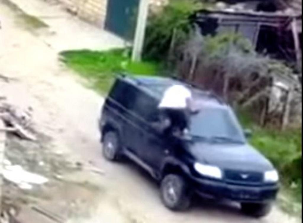 İŞİD terrorçusu əsgərə hücum etdi – VİDEO